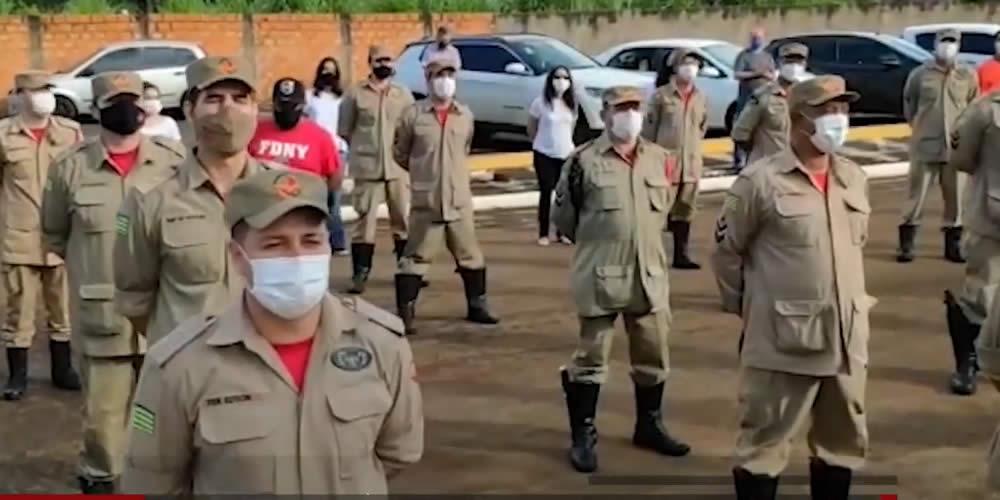 BOMBEIROS FAZEM ORAÇÃO EM FRENTE A HOSPITAL DAS CLINICAS EM JATAÍ