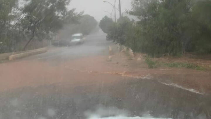 URGENTE: Córrego transborda em Jataí com grande quantidade de chuva