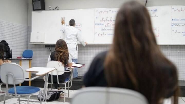 GOVERNO ABRE SELEÇÃO PARA 13 MIL PROFESSORES TEMPORÁRIOS EM GOIÁS