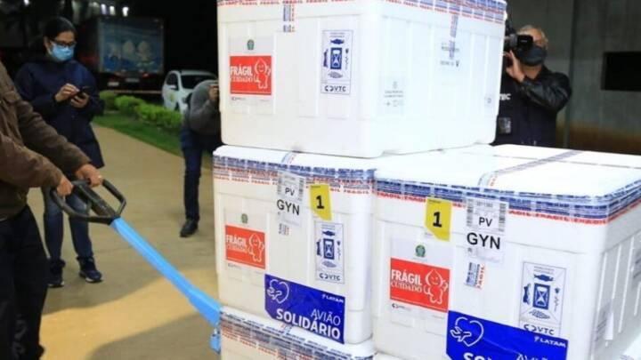 Goiás recebe mais de 386 mil doses de vacinas contra Covid nesta semana