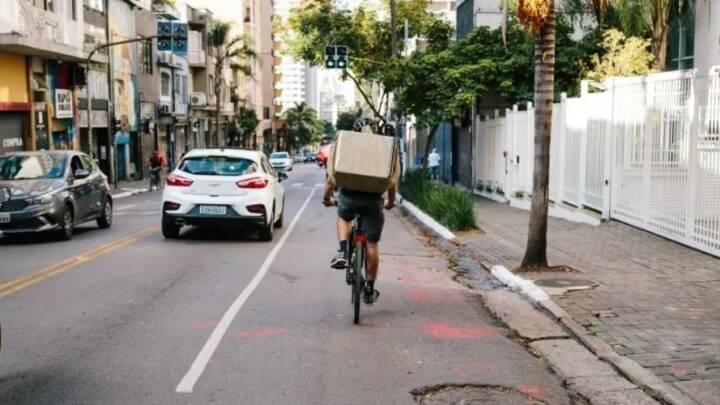 Não é piada: presença de ciclista na via é direito garantido por lei; veja