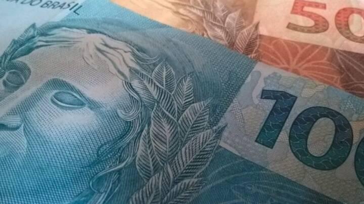 Governo sanciona lei que aumenta margem de crédito consignado em Goiás